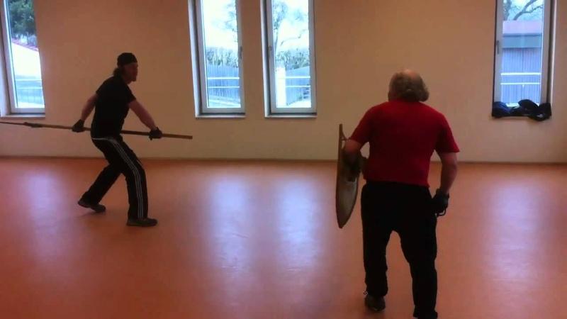 Hellebarde vs Schwert Schild Training