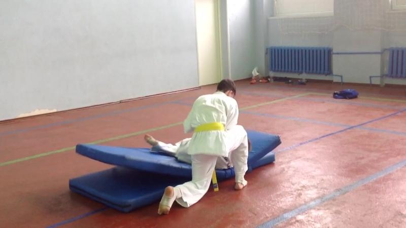 Бросок через бедро с захватом за спину/O-goshi. Ильяс, РоманК.
