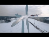 дрон очищает ветряк