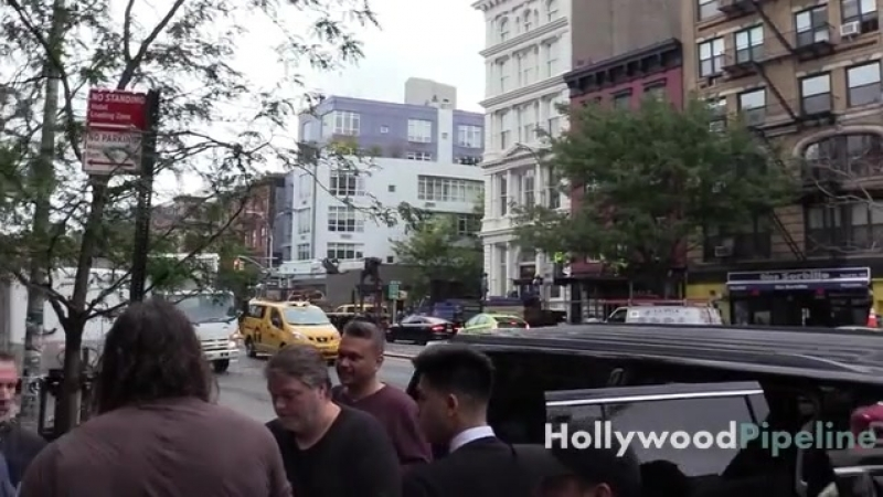 Jason Momoa Swarmed by Fans Outside NYC Hotel Aquaman actor Jason Momoa greets some of his adoring fans as he leaves for New Y