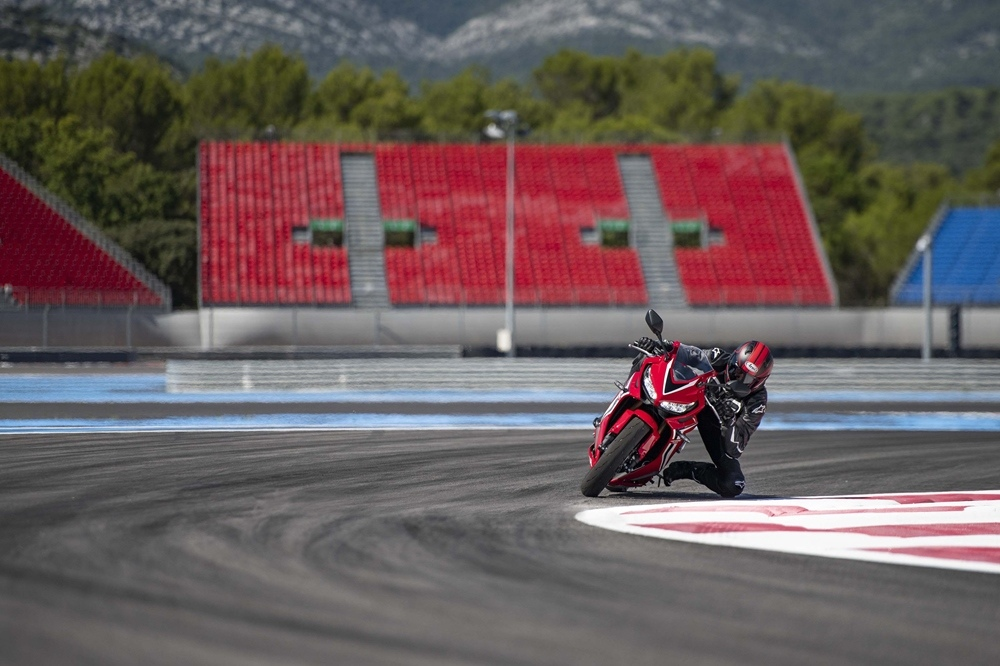 Новый мотоцикл Honda CBR650R 2019