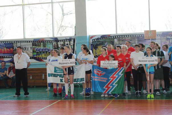 Сборная Усть-Илимска на первом турнире по волейболу среджи медицинских организаций региона