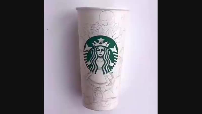 Художник использует стаканчик из под кофе Starbucks как полотно для своих рисунков😮😍