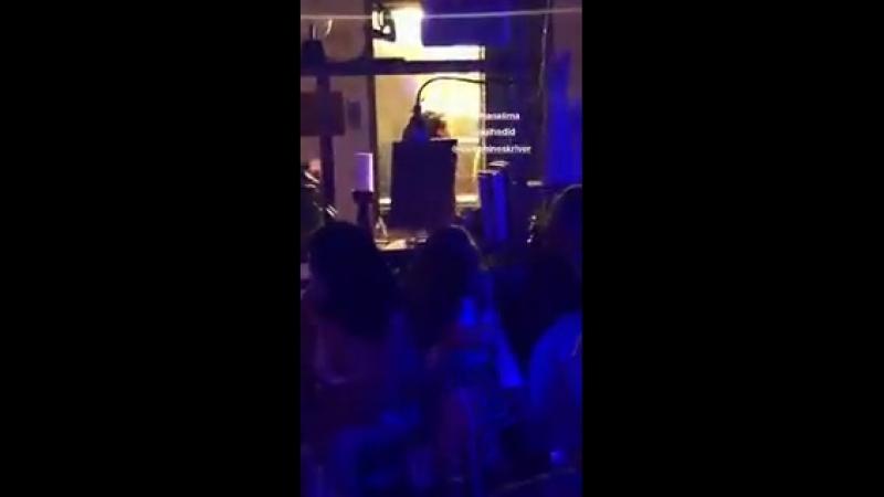 Gigi Hadid com Adriana Lima e Josephine Skriver em evento da Maybelline no NYFW hoje 8 de setembro 9 смотреть онлайн без регистрации