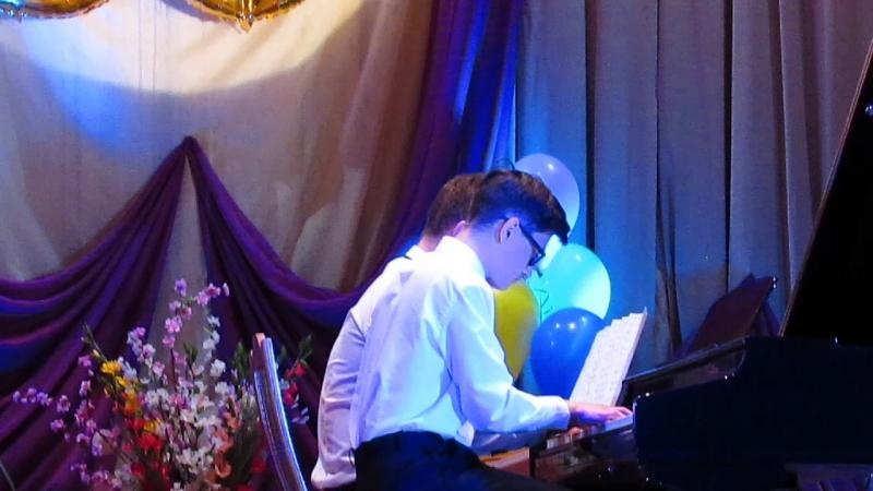 Играют Антон Загуменный и Кирилл Поспелов на юбилее музыкальной школы 22.04.2018 г.