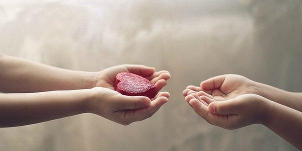 потребность в любви такая же ценная, как и потребность дышать, жить... и важно когда тебя любят, но так же важно когда принимают твою любовь - это раскрывает сердце и душу.... прямо в самое сердце пост ❤