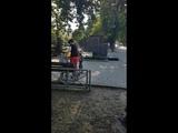 Мать с малолетним сыном избивает ребёнка в коляске. Розыск.
