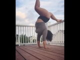 Twitter user Lexa Porter shuts down all yoga stereotypes with her impressive flexibility. She went viral killing it with these p