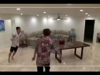 BTS JUNGKOOK & J-HOPE DANCE TO RED VELVET_S