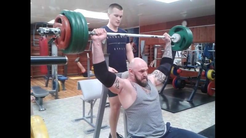 Тренеровка,жим штанги 90 кг на 7 повторений