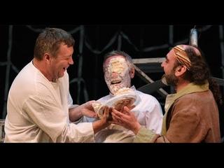 Михаил Ефремов получил тортом в лицо прямо во время спектакля
