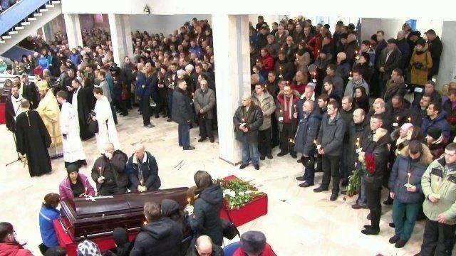 ВВоркуте тысячи людей пришли почтить память погибших врезультате аварии нашахте «Северная»