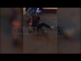 Драка на Кирова. Малолетки избивают пьяных