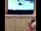 Детишки Блэйка Уилера смотрят, как он забивает победный буллит 🤗