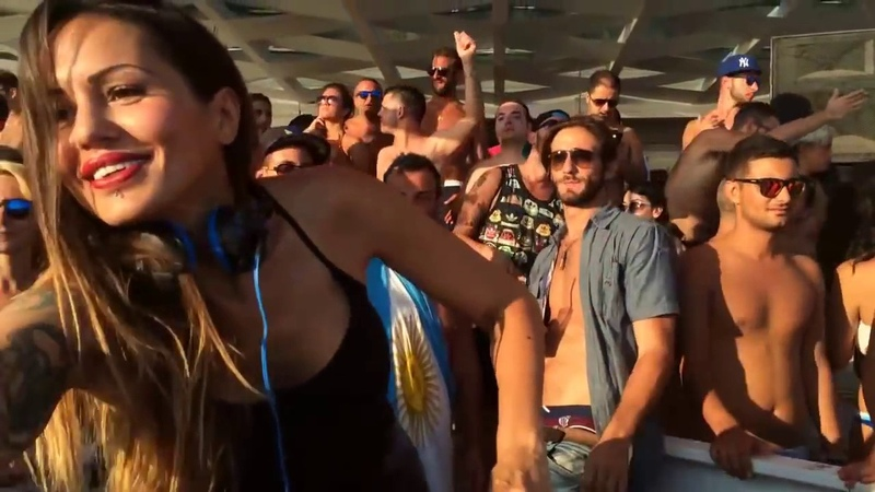 Deborah De Luca Ciclope Beach Live