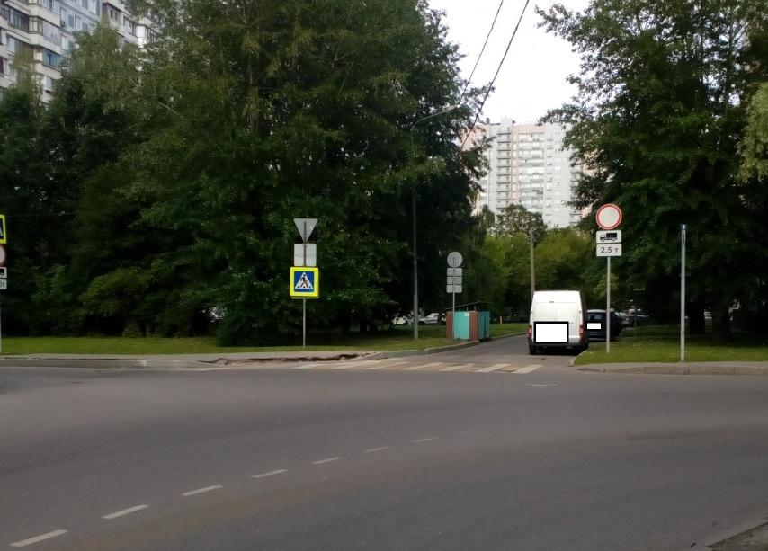 Дорожные знаки привели в порядок на Илимской улиц
