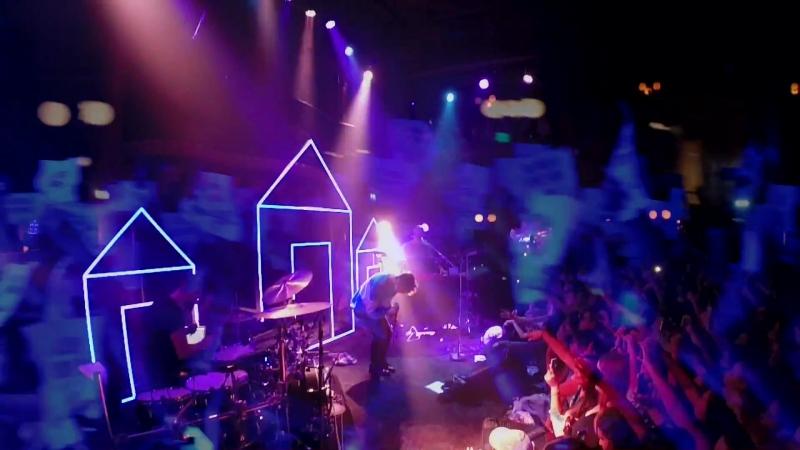 "Troye Sivan, ""Suburbia"" Live Tour Footage music video, World Tour 2015."