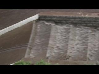 Ливень превратил улицы Улан-Удэ в бушующие реки.