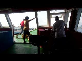 Въезжаем в порт столицы Мальдив - Мале