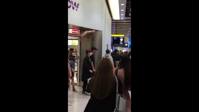 [VK][180616] MONSTA X fancam @ Heathrow Airport