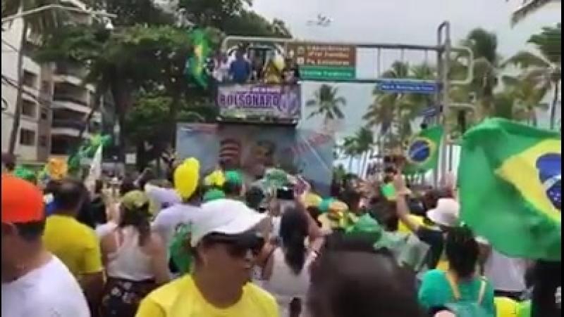 O preconceito contra as mulheres da família do BOZO em Recife / PE