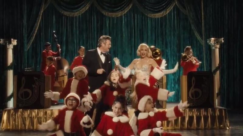 "Gwen Stefani on Instagram: ""YouMakeItFeelLikeChristmas premieres TOMORROW at 8A PST!! ❤️🎄❄️"""