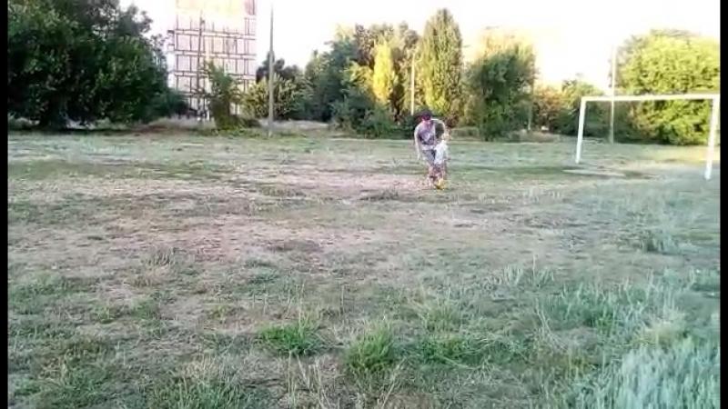 Данил играет футбол с Папой