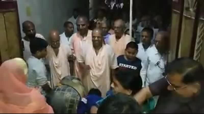 Шрипад БВ Тиртха Махарадж даршан вечер 19 10 2018 Матхура