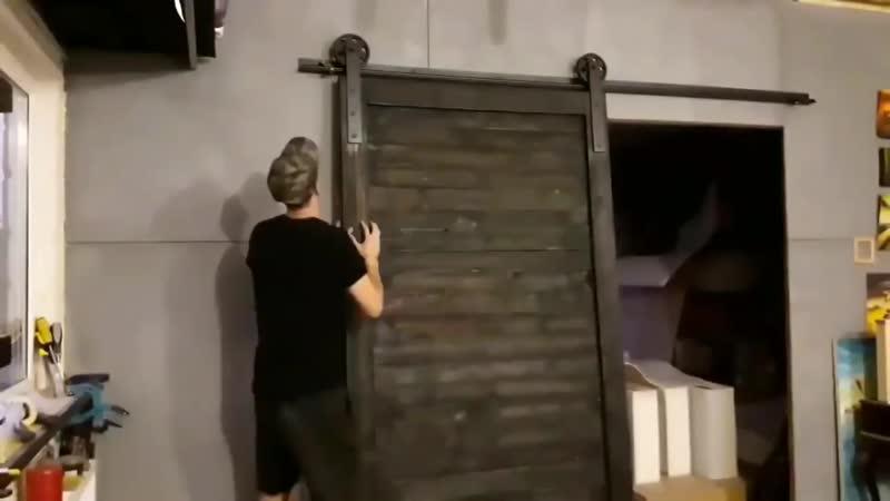 Мощная дверь с раздвижным механизмом