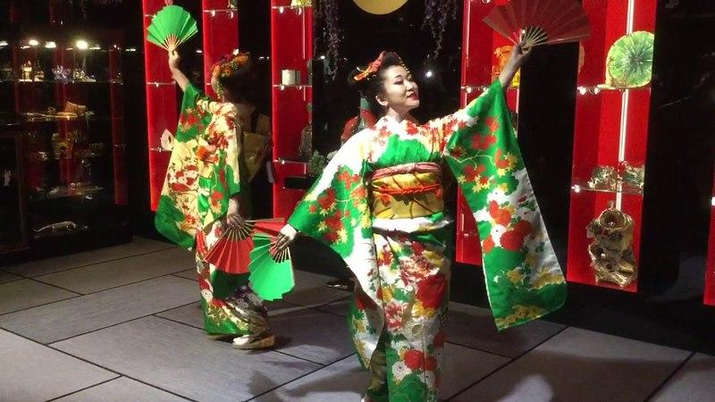 Танец голых японцев с веерами еще