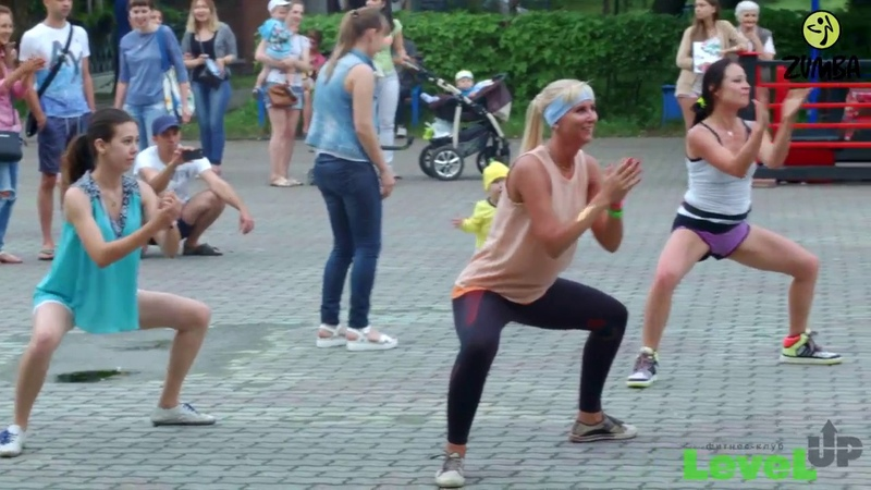 Зумба-танцы 2016 в Красноярском Центральном парке.