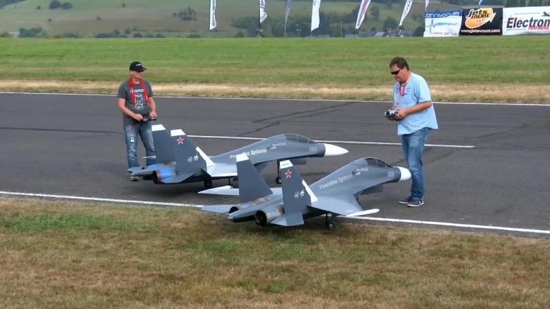 авиомодели су 30 на соревновании авиомоделей в Германии