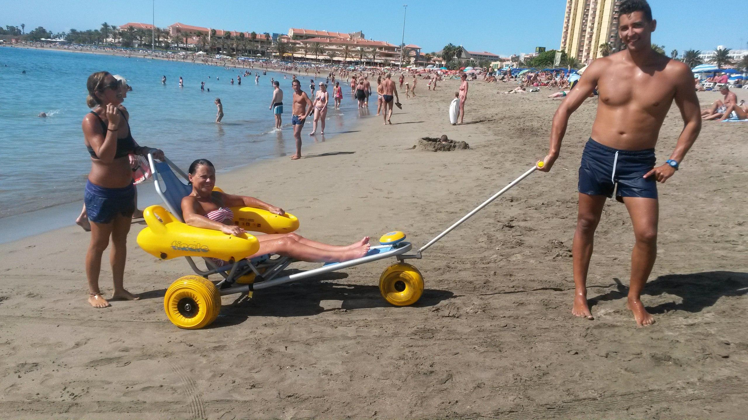 Кресло-коляска для пляжа