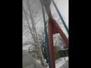 качаемся на качеле и идет снег