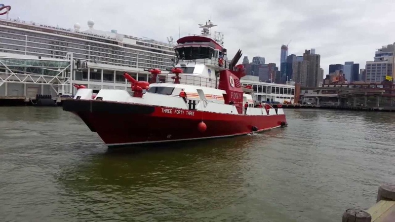 FDNY Fireboat 343 Docking at the USS Intrepid.