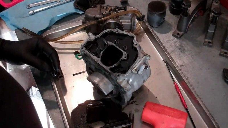 KTM 125 SX Top End Overhaul Part 3 Dismantling Power Valve System смотреть онлайн без регистрации