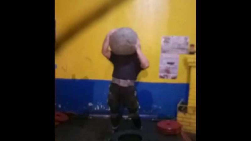 Михаил Ходяков (Украина), камень Атласа - 135 кг на плечо 💪 подготовка к турниру в Минске 💪