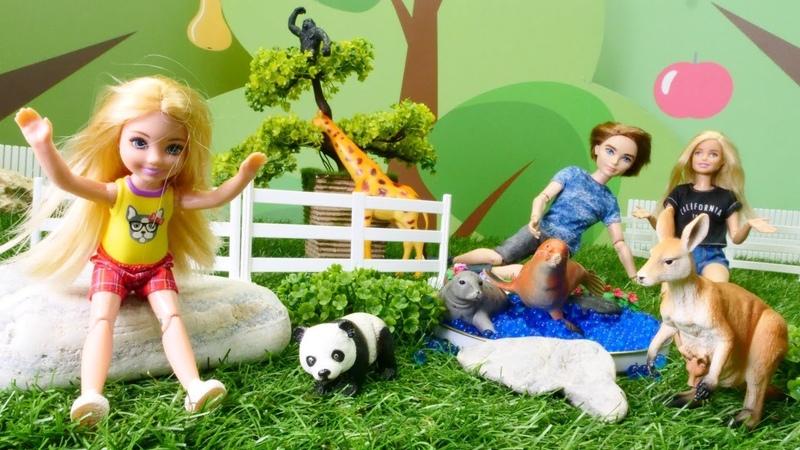 Barbie ailesi Chelsea bebeği hayvanat bahçesine alıyor