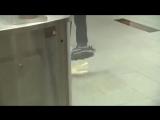 Премьер-министр Нидерландов Марк Рютте разлил кофе в парламенте и сам вымыл пол (VHS Video)
