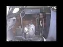 Dieb will Tasche und bekommt sofort eine Tracht Prügel vom Busfahrer.mp4