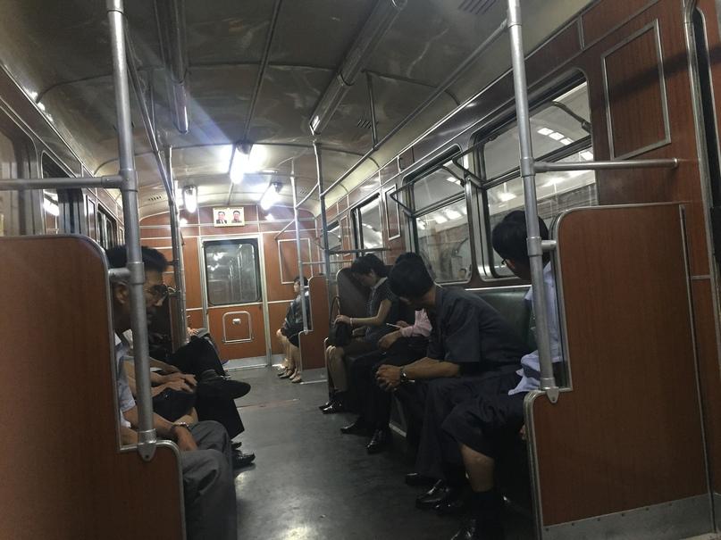 Обычный вагон пхеньянского метро