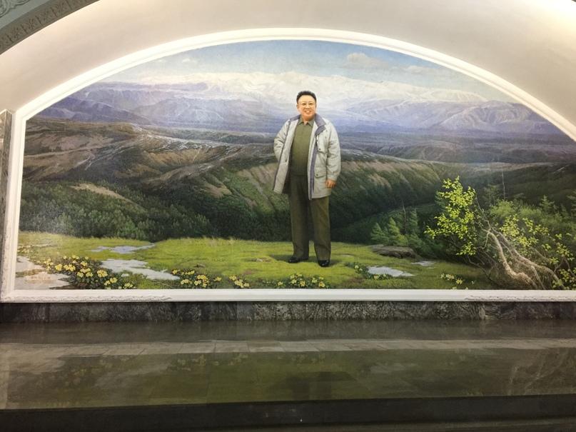 Мозаика с изображением Ким Ир Сена в горах