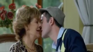 older woman kiss younger boy (Mamá ya crecí 2014)