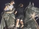 Вандалы, которые жарили шашлык на Медном всаднике, задержаны - Вести 24