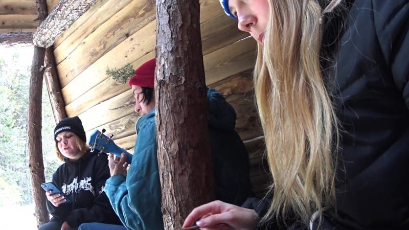 Белла осваивает глюкофон в чуме Ведьминого кольца