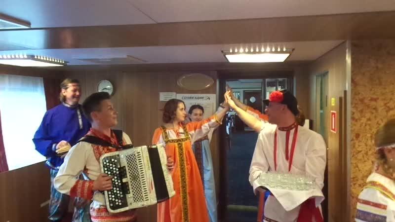 Русский ужин на борту теплохода Лунная Соната. 25 июня 2018 года. Частушки, песни и... водочка