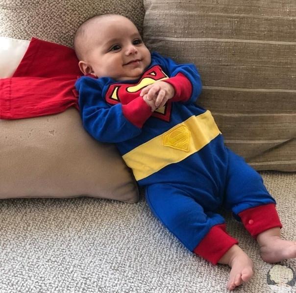 Ева Лонгория поделилась забавными снимками сына Сантьяго