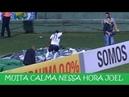 Jogador cai no túnel após fazer o gol