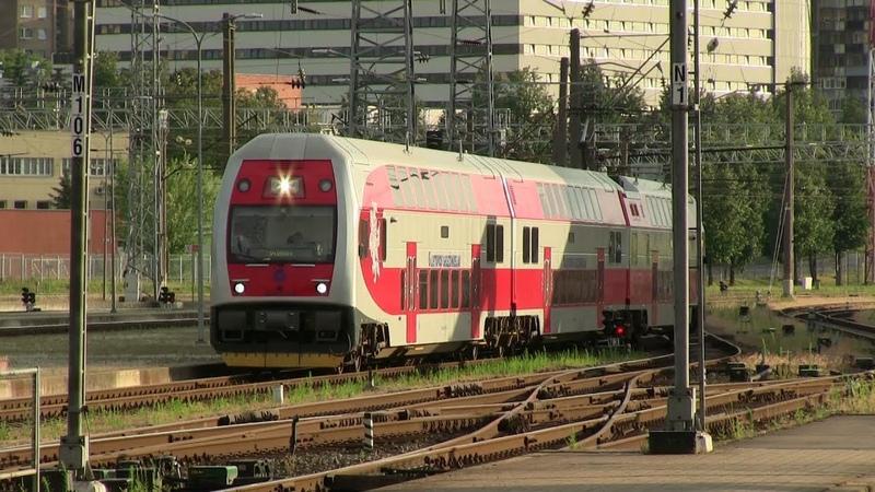 Электропоезд EJ575 012 и тепловоз ТЭП70БС 004 EJ575 012 EMU and TEP70BS 004 at Vilnius