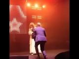 Алла Пугачева закружилась в танце с незнакомцами в Санкт-Петербурге